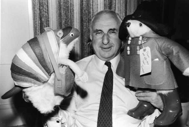 Lo scrittore Michael Bond e l'orso Paddington