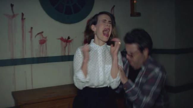 Sarah Paulson urla spaventata
