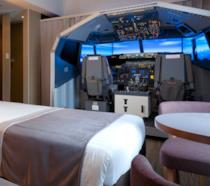 Una stanza dell'Haneda Excel Hotel Tokyu con simulatore di volo integrato