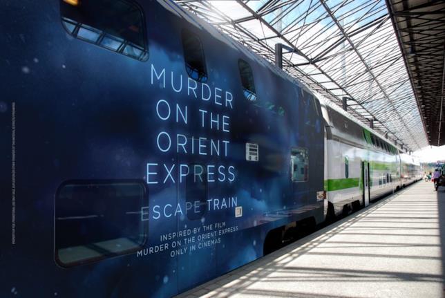 Il treno in sosta al binario per la escape room