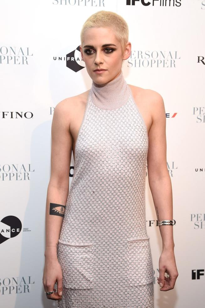 Kristen Stewart, nuovo look a una première
