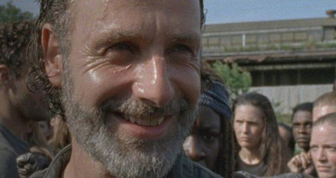 The Walking Dead: Greg Nicotero spiega il sorriso di Rick dell'episodio 7x09