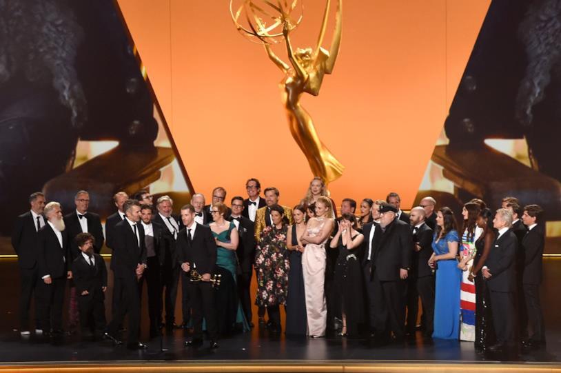 Il cast di Game of Thrones e i suoi autori sul palco degli Emmy 2019 per la statuetta di Miglior serie drammatica
