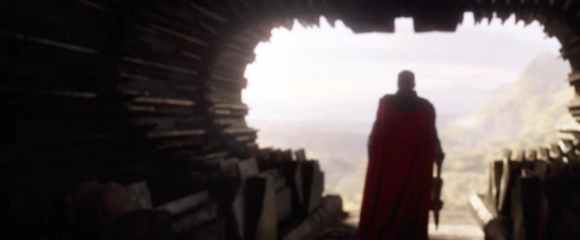 Thor di spalle nello spot del Super Bowl di Avengers: Endgame
