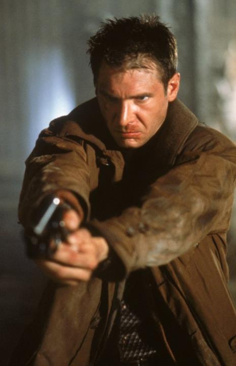 Rick Deckard in una scena di Blade Runner