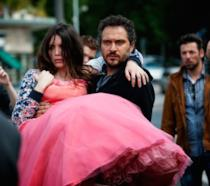 Claudio Santamaria e Ilenia Pastorelli in una scena del film