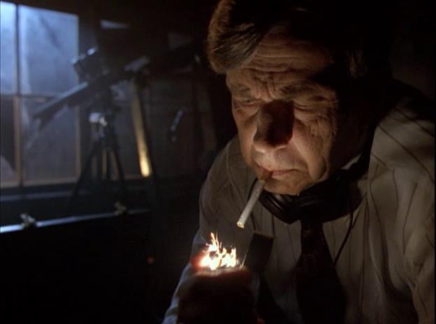 Un'immagine dall'episodio 4x07 I Segreti del Fumatore di X-Files