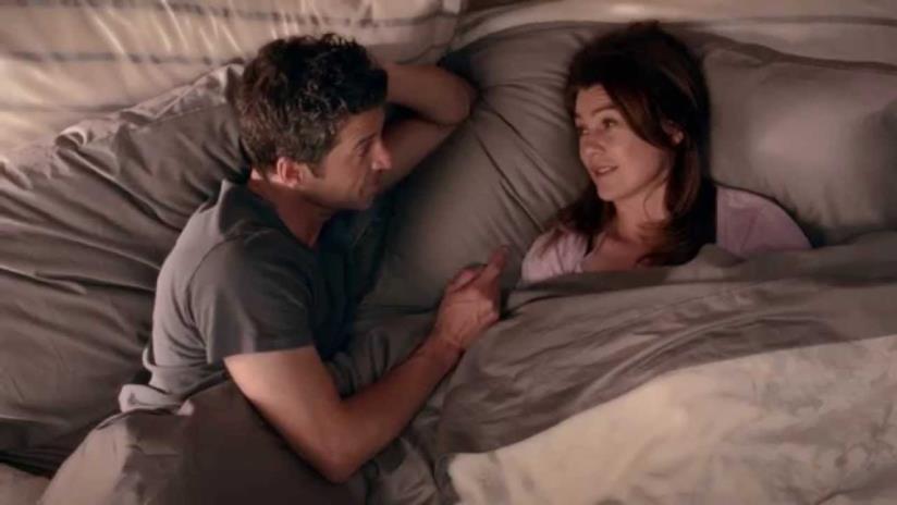 Derek Shepherd e Meredith Grey accoccolati sotto il piumone.