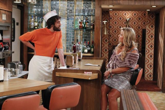 2 Broke Girls: Oleg con Sophie