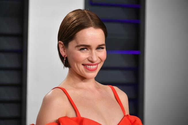 Emilia Clarke sfila sul Red carpet del party di Vanity Fair agli Oscar 2019