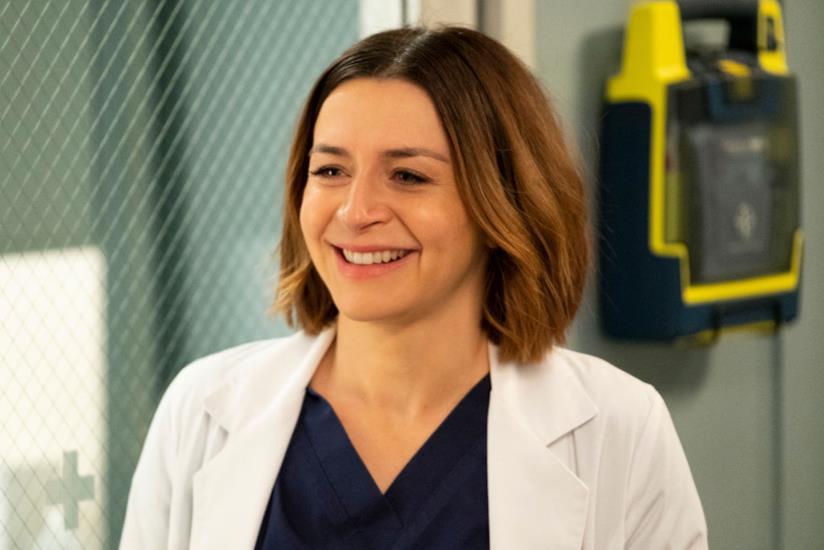 Amelia Shepherd sorride in una scena di Grey's Anatomy