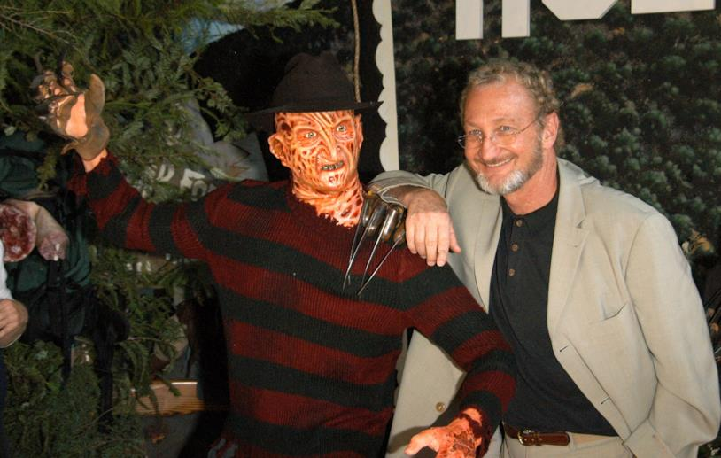 Freddy Krueger è interpretato da Robert Englund