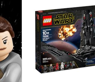 Rey in versione LEGO con la spada laser in mano