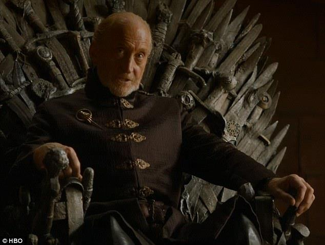 Charles Dance nei panni di Tywin Lannister in Game of Thrones