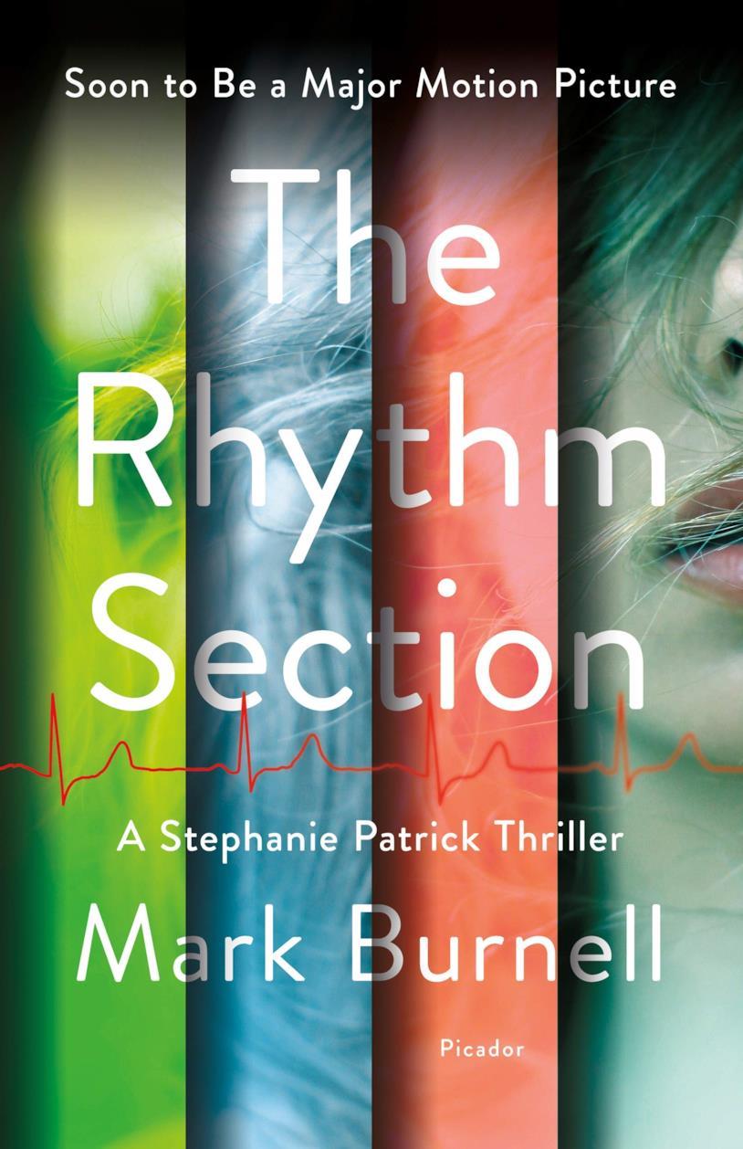 La copertina del libro The Rhythm Section colorata con strisce verticali trasparenti (verde, blu, rossa)