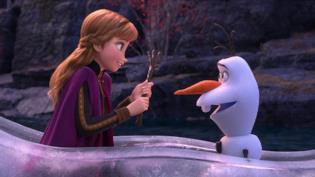 Anna e Olaf in una immagine di Frozen 2