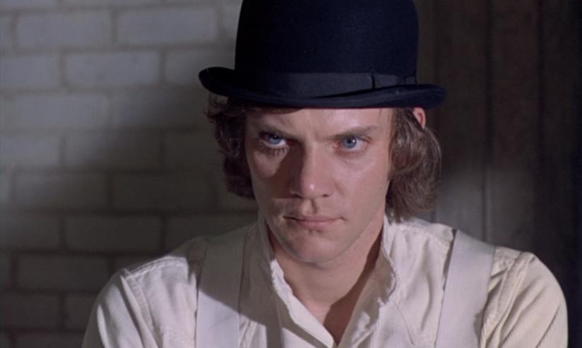 Primo piano di Malcolm MacDowell in una scena del film Arancia meccanica di Stanley Kubrick