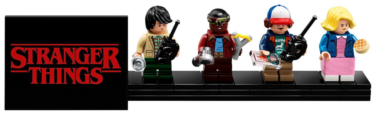 Nel set LEGO di Stranger Things è compreso l'espositore delle minifigure, nell'immagine ci sono le riproduzioni LEGO di Mike, Lucas, Dustin e Undici