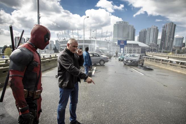 Il regista Tim Miller sul set del primo Deadpool