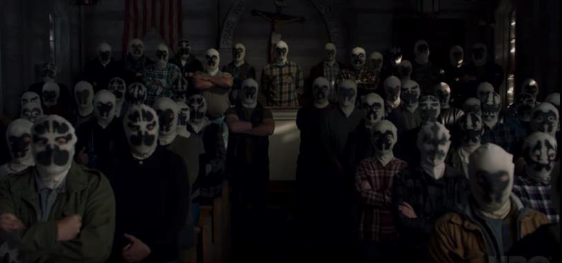 I membri di una organizzazione terrorista della serie TV Watchmen, che indossano una maschera dai colori bianca e nera