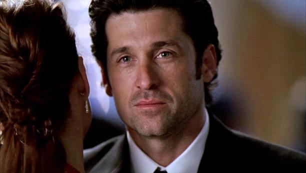 Derek guarda Meredith al ballo dell'ospedale
