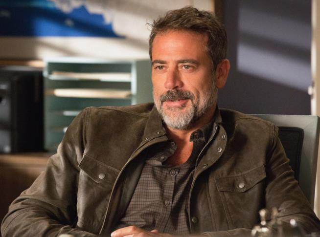 Jeffrey Dean Morgan è Negan nella sesta stagione di The Walking Dead