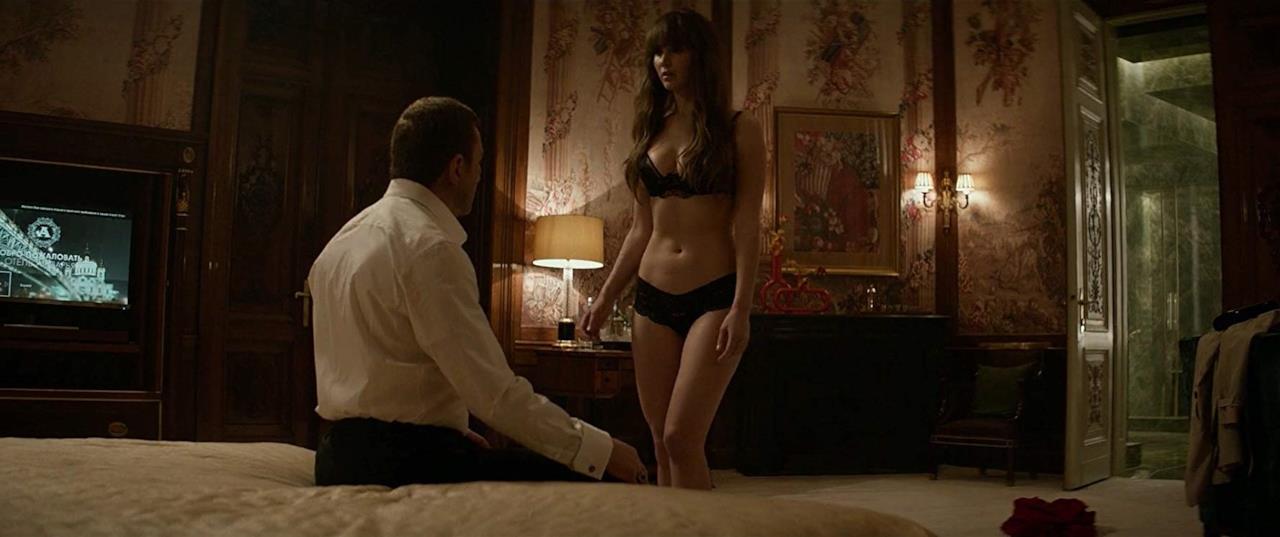 Dominika Egorova in intimo in una scena del film