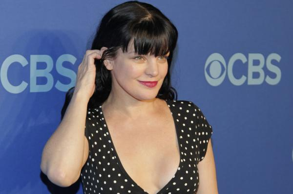 L'attrice Pauley Perrette sul red carpet di CBS