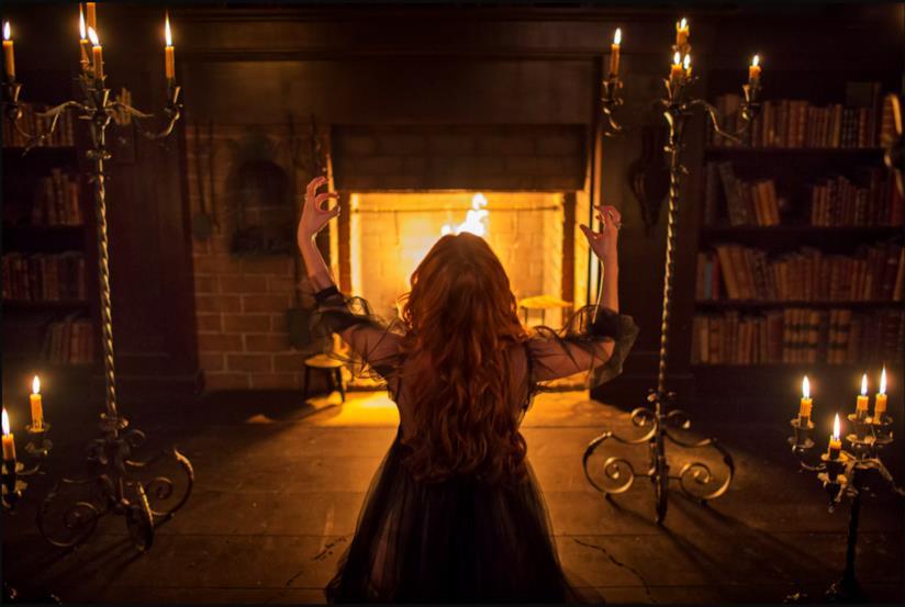 Anne Hale esegue un terribile rito contro tutta Salem
