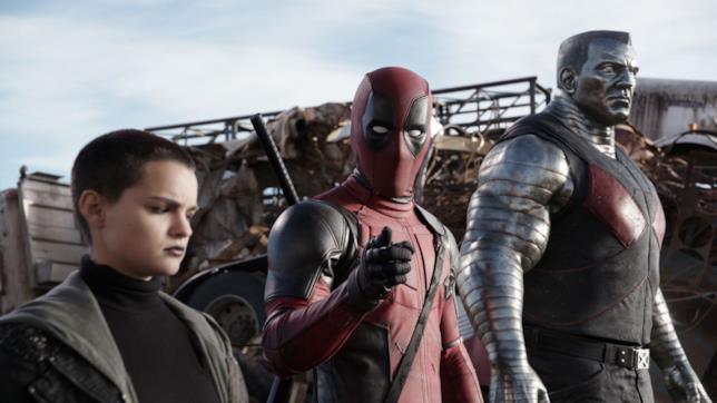 Ryan Reynolds è Deadpool in una scena del primo film