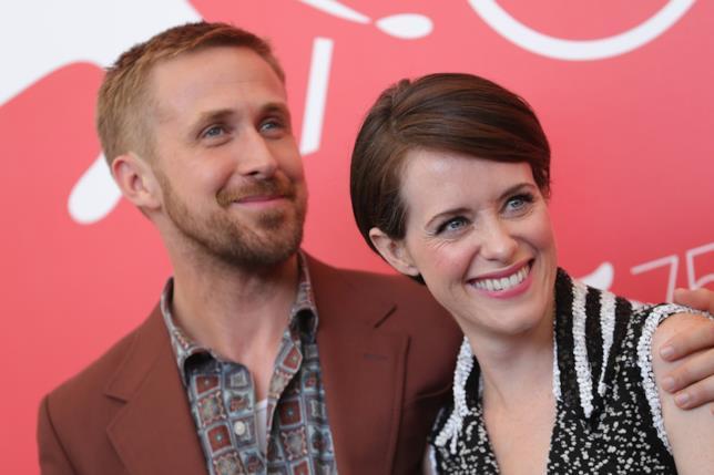 Ryan Gosling & Claire Foy sul red carpet a Venezia che sorridono