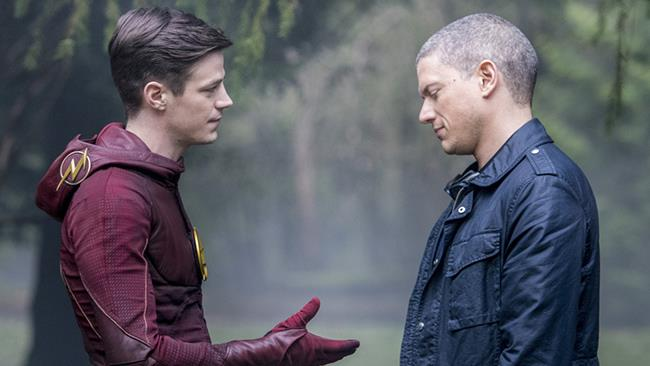Barry porge la mano a Snart