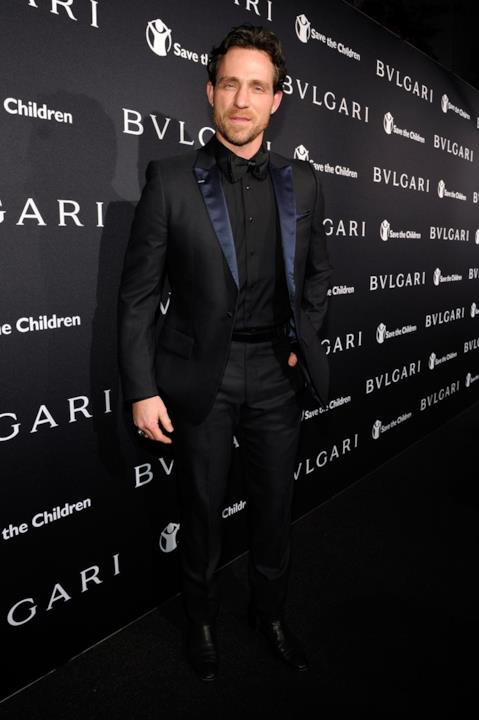 Jeff Leatham in vestito elegante per un evento Bulgari