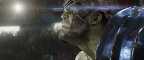 Hulk si volta arrabbiato in una scena di Thor: Ragnarok