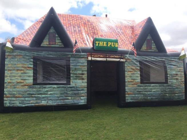 Un originale pub irlandese gonfiabile