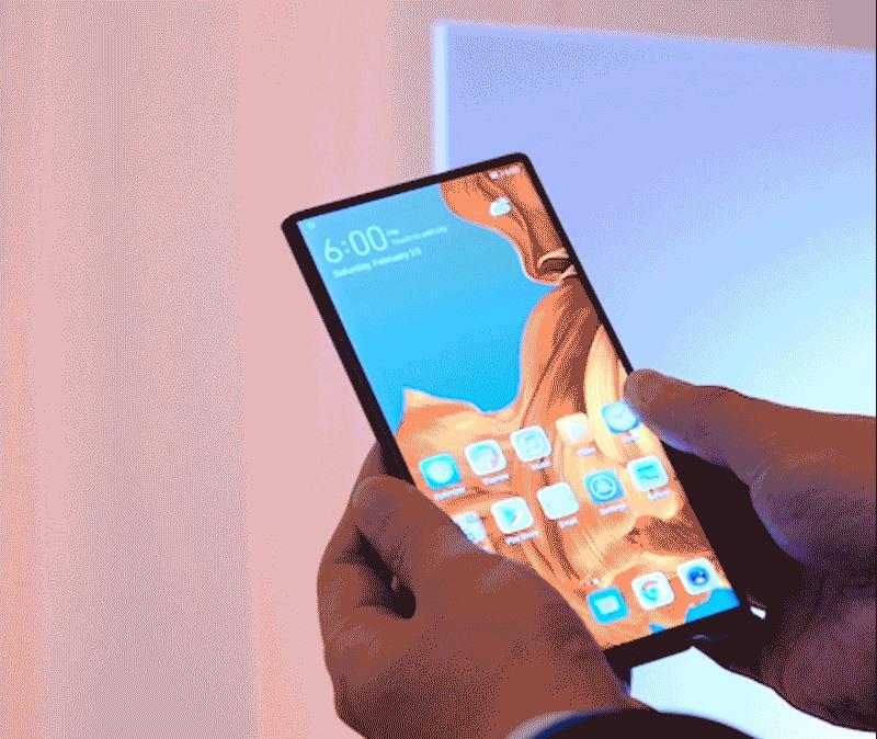 Una GIF mostra il passaggio dalla modalità smartphone a quella tablet di Hauwei Mate X