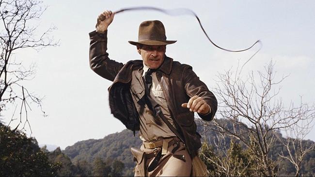 Indiana Jones in azione con la celebre frusta