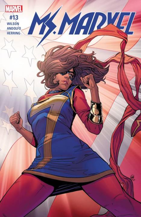 L'eroina in posa di fronte alla bandiera americana.