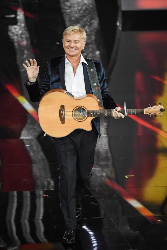 Ron durante la performance a Sanremo 2018
