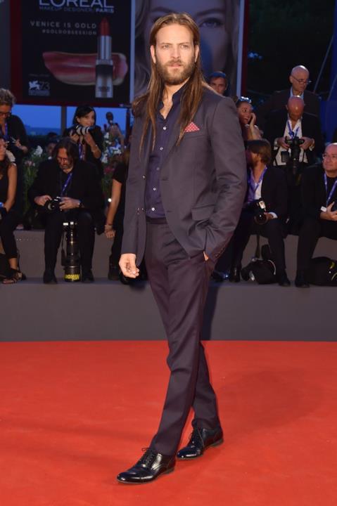Alessandro Borghi sul red carpet del Festival di Venezia 73