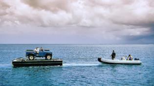 Una Land Rover che verrà guidata da 007 in Bond 25