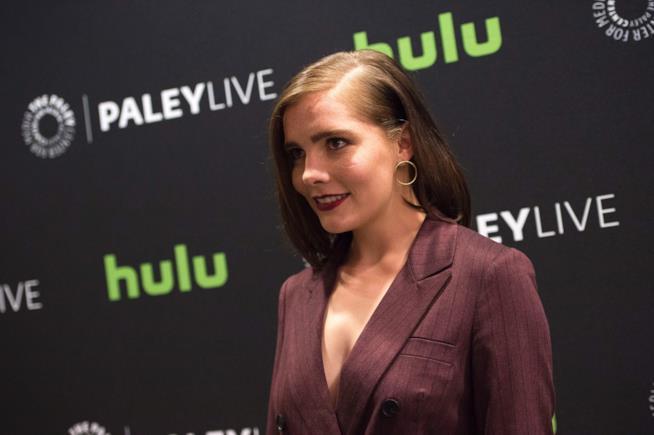 La pericolosa Mercy Lewis è interpretata da Elise Eberle