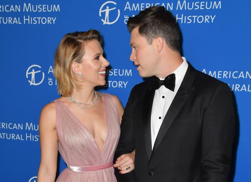 Scarlett Johansson e Colin Jost sono ufficialmente fidanzati
