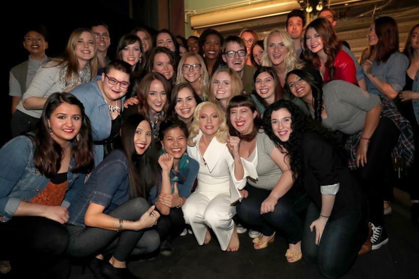 Lady Gaga e le 50 sopravvissute agli Oscar 2016