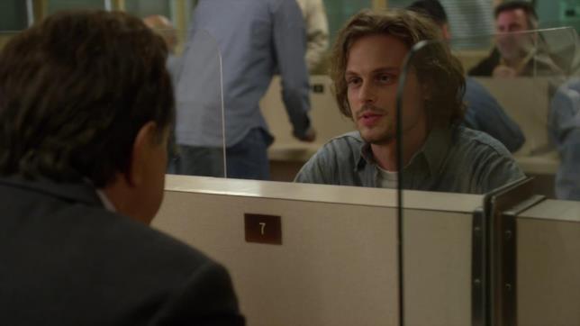 Spencer Reid riceve la visita di Rossi durante il periodo di prigionia