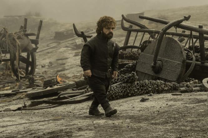 Tyrion cammina sul campo di battaglia
