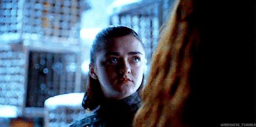 Arya e Sansa litigano
