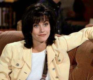 Courteney Cox in una scena di Friends