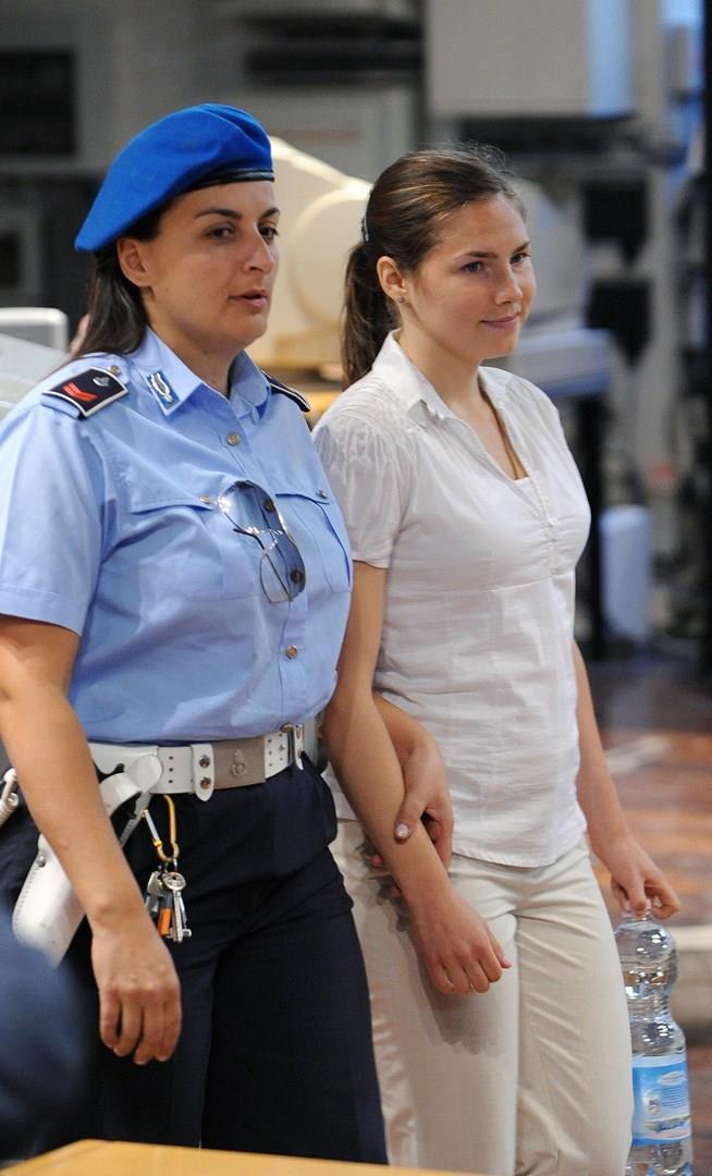 Meredith Kercher e una poliziotta