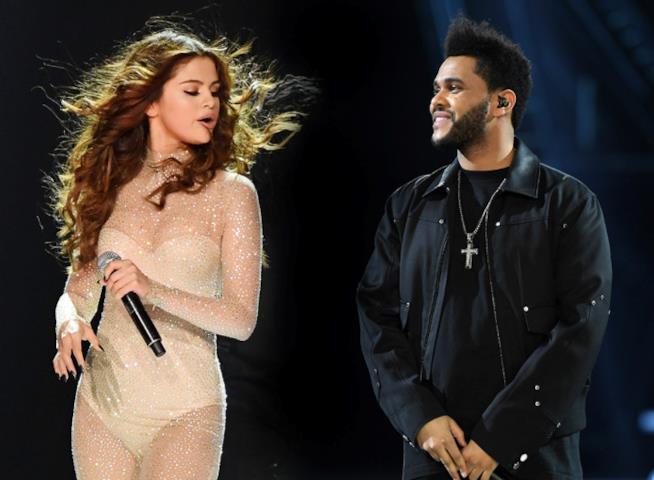 Selena Gomez e The Weeknd in un fotomontaggio sul palco